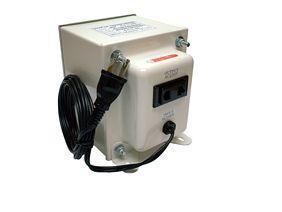 【送料無料・MAX550W】 海外製品を日本で使用 入力100V→出力230V(220.240V可)【NDF-550UPE】 アップトランス 最大容量550W 日章工業/Made in JapanのNISSYOアップトランス