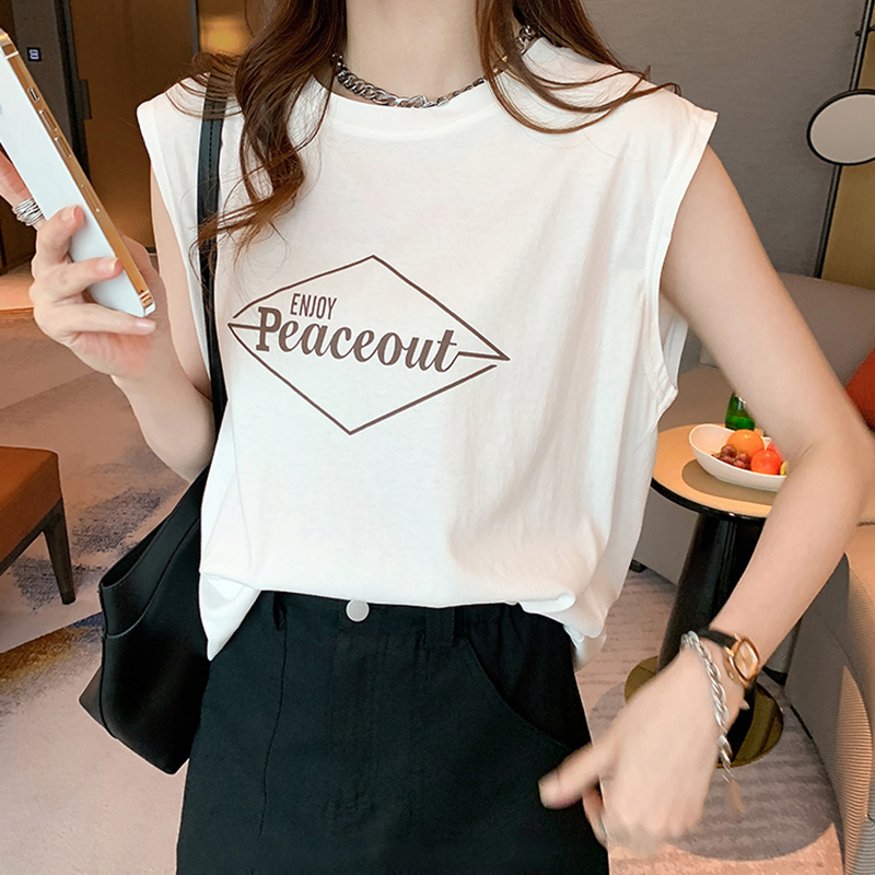 柔らかな着心地のフロントロゴTシャツ 少し長めの丈がこなれ感 クーポン利用で1 352円 レディース ロゴTシャツ クルーネック フレンチスリーブ Tシャツ 無地 トップス 綿 ポリエステル シンプル 大人 カジュアル 楽ちん 韓国ファッション 白 色違い 上品 涼しい 30代 cocomomo 日本最大級の品揃え 40代 50代 お得なキャンペーンを実施中 20代 韓国 フリーサイズ