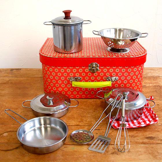ドイツ製のかわいいままごとおもちゃ 発売モデル なべやフライパンの調理器具セット ままごと 鍋 調理器具 セット 絶品 おもちゃ メタルパンセット toys キッチン Egmont ベルギー エグモントトイズ