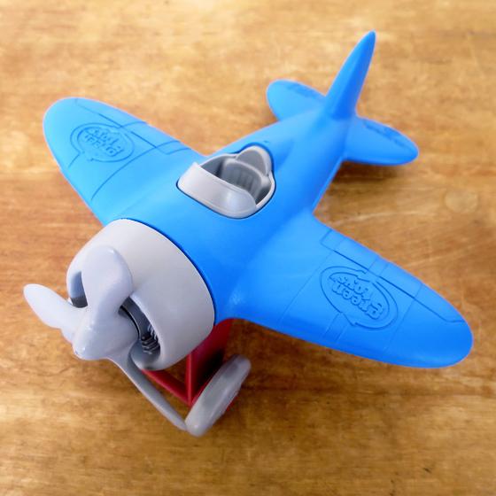 男の子が大好きな飛行機の外遊びおもちゃ。グリーントイズ/飛行機/水遊び/キッズ/遊び/玩具/誕生日/出産祝い 外遊び おもちゃ 飛行機 水遊び お風呂遊び 砂場 砂遊び 男の子 キッズ 子供 誕生日 出産祝い Green toys グリーントイズ エアプレーン ブルートップ