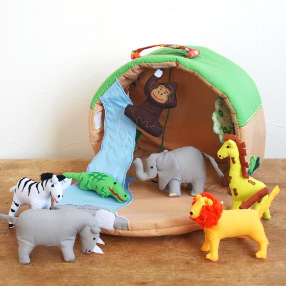 布おもちゃ ドールハウス ごっこ遊び お人形遊び 動物 女の子 男の子 出産祝い 誕生日 かわいい スウェーデン Oskar&ellen オスカー&エレン ワイルドアニマルパーク