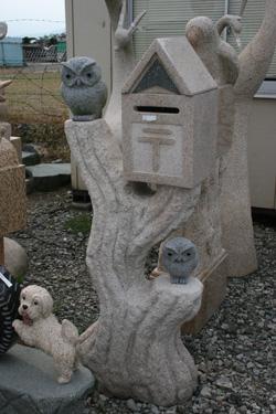 石で出来た郵便POOST(ふくろう)縁起の良いフクロウが2羽玄関先にいかがでしょうか?