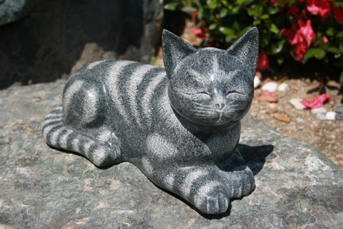 【送料無料】【新商品】御影石の猫【影彫り】【目閉じ】【おススメ】