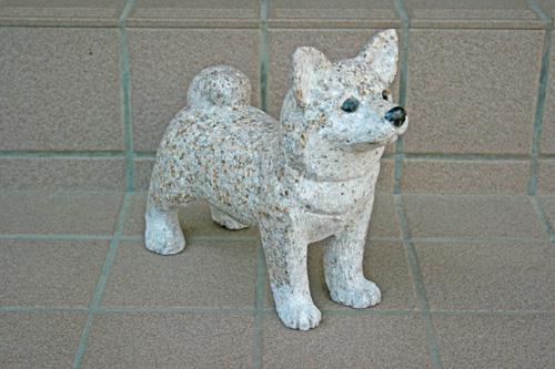 【ラッピング無料】 【送料無料】犬の石彫刻品です♪【柴犬】玄関先などのオブジェにいかがでしょうか☆【犬のオーナメント】【犬置物】:小さな石屋さん-エクステリア・ガーデンファニチャー