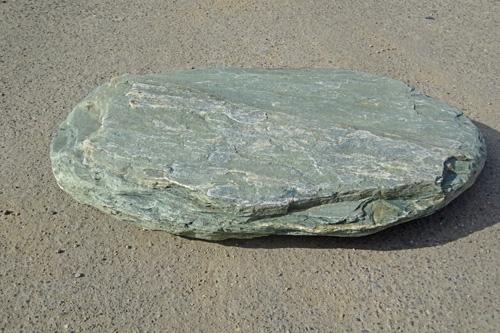 【送料無料】青石の自然飛石1枚【1】【1番石】青石を使った自然飛石です^^【ガーデニング資材】自然石のよさをお楽しみ下さい。