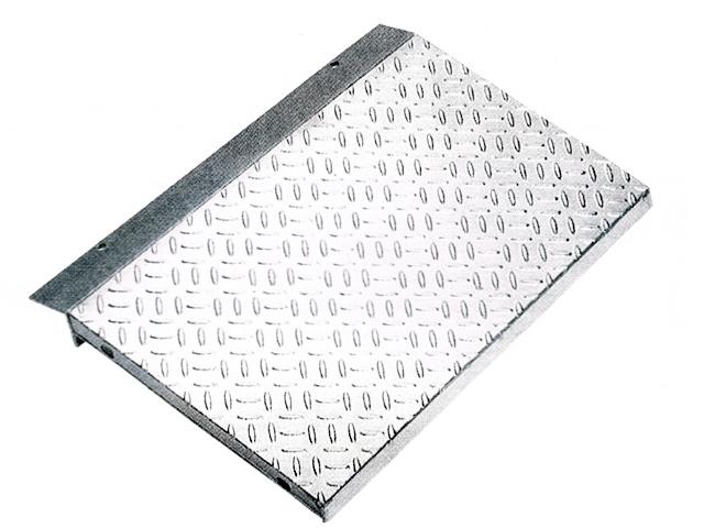 鋼板製・融解亜鉛メッキ仕上げ 乗用車用 縞鋼板張り歩道上がり(2t荷重) 適用段差100~120mm HLK-1200-2 【代引き不可】