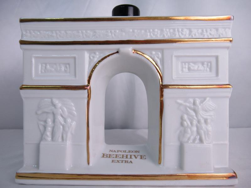 BEEHIVE NAPOLEON EXTRA ADET SEWARD ビーハイブ ナポレオン エクストラ 凱旋門型ボトル 陶器 重量 1601g 700ml 40度 フランス ブランデー 【中古】(未開封品)n1206