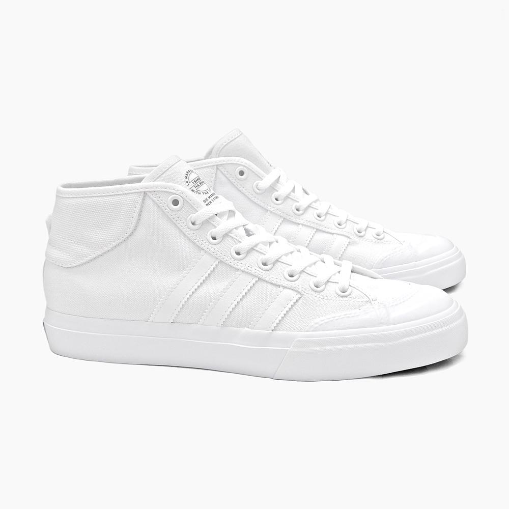 阿迪达斯阿迪达斯运动鞋滑冰鞋男子 MATCHCOURT 中期 F37702 白色阿迪达斯滑板白色白色滑板鞋 skase 匹配法院滑冰寄宿滑板中期削减削减某人男鞋