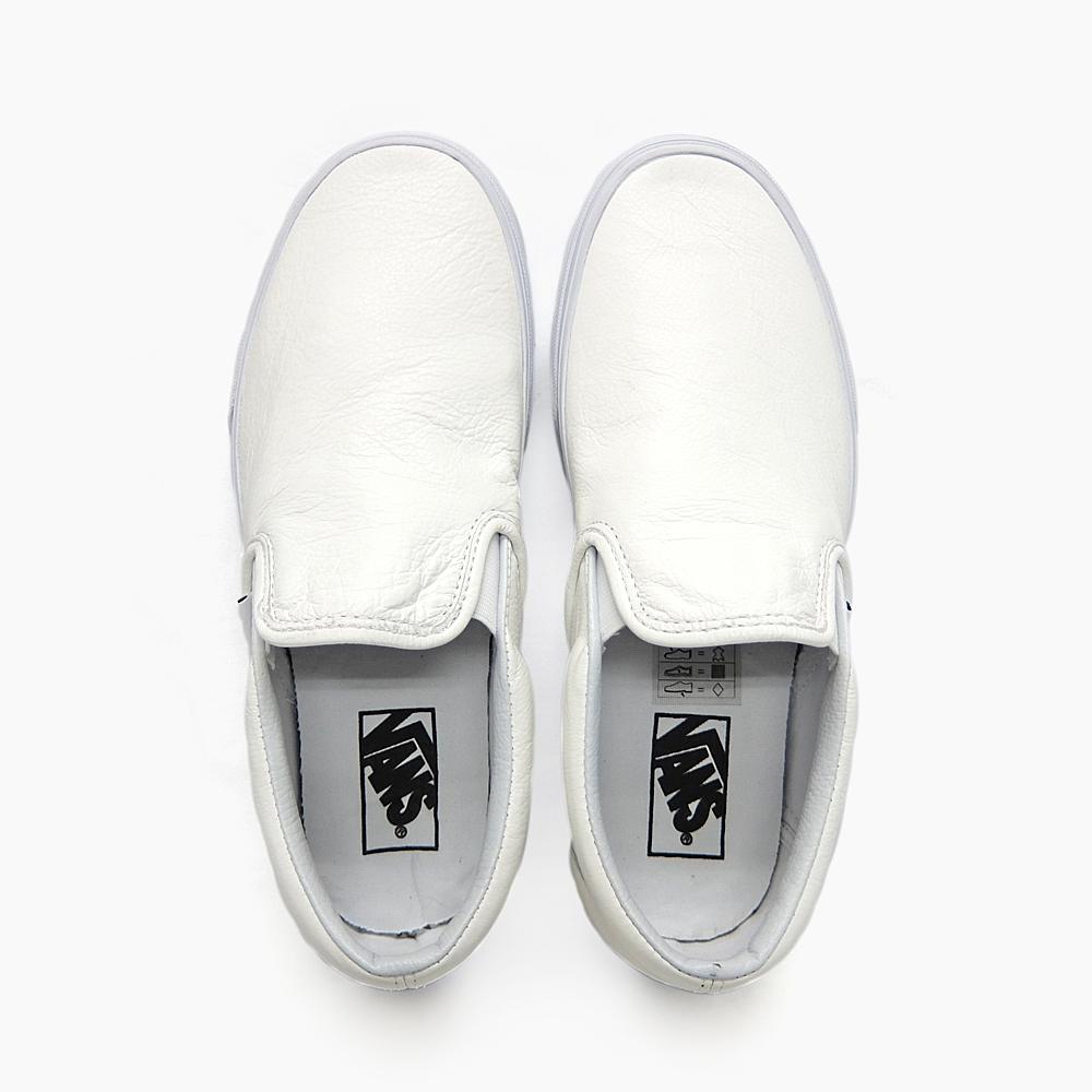 Engobe Blanco De Las Mujeres En Los Zapatos Furgonetas Crnt5