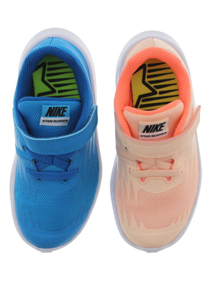 cb22d474de The Nike star runner little kids shoes provide comfort of the low top and  lightweight クッショニング. The putting on and taking off is easy with a simple ...