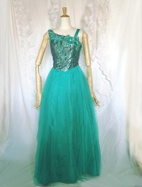 刺繍とスパンコールとたっぷりチュールレース妖精のようなロングドレス L~LLサイズアシメントリーシャルダーが小粋エメラルドグリーンのエキゾチックテイストパーティー・発表会ステージ衣装・カラオケにも