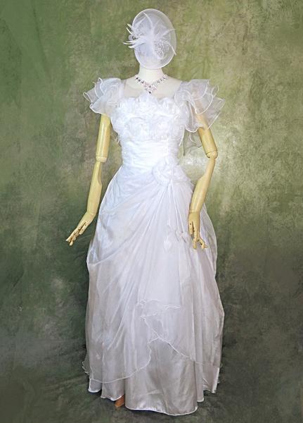 ウエディング&ステージドレス送料無料!即納 ホワイトロングドレスたっぷりレースと薔薇のモチーフフレアスリーブ オーバースカートフリーサイズできれいにフィット!