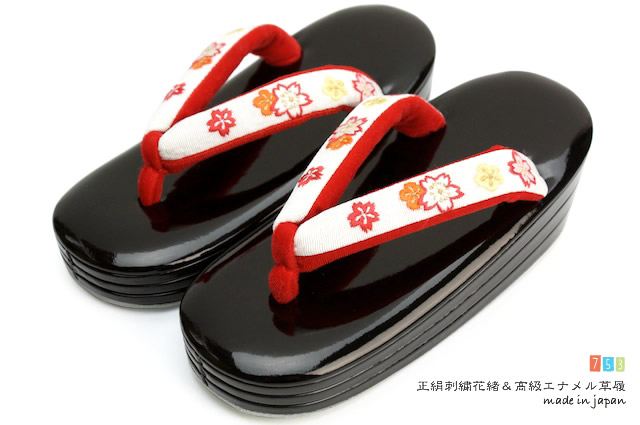 【送料無料】 日本製 七五三 草履 三枚芯 18.0cm 黒 白 桜刺繍花緒 子供 こども キッズ 5歳 5才 五歳 五才 女の子 女児 着物 和服 和装【あす楽対応】
