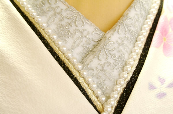 "<span class=""CRHTML_TXN"" lang=""en"">Wave a decorative collar coming-of-age ceremony long-sleeved kimono; an embroidery race organdy gold and silver black-and-white decorative collar for sleeve graduation ceremony hakama petticoat kimonos in Japanese dress"