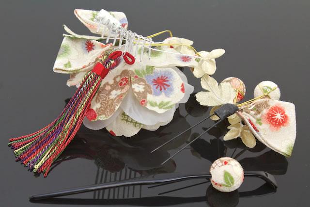 Ornament 3 set coming of age ceremony kimono hakama is still 白和 pattern braid and Hana kanzashi kanzashi kimono trusting hair pinned hair