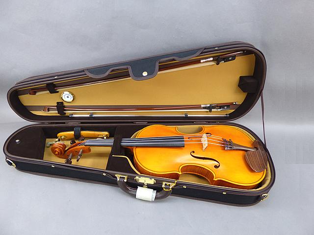 "Deluxe Shaped Viola Case 16.5""-17""用ヴィオラケース(シェイプタイプ) ブラック"