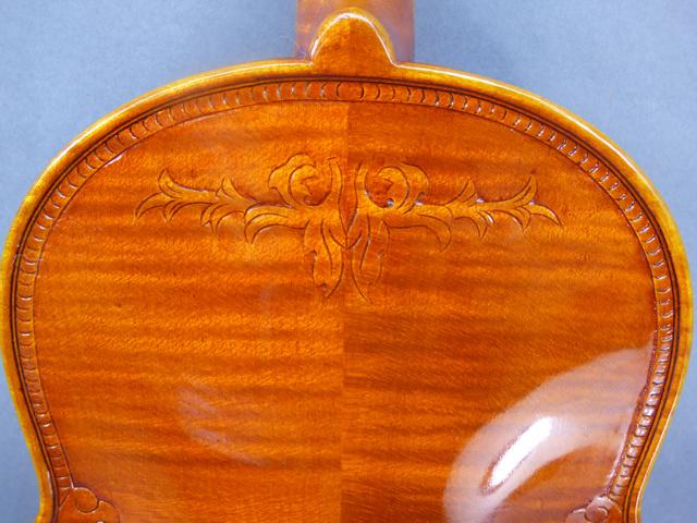 彫刻縁飾りバイオリン英国王室家紋入り
