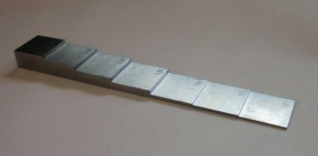 超音波厚さ測定校正用試験片 1.0 1.5 メーカー再生品 10%OFF 2.0 3.0 厚さ測定用階段試験片1.0mm-8.0mm7段 4.0 6.0 8.0mmの7段