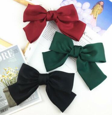 マーケット クリスマスカラー超ビッグふんわりリボンバレッタ リボン幅 約18cm ブラック グリーン 送料無料でお届けします レッド