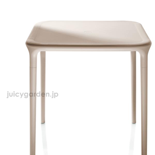 【屋外用テーブル】【送料無料】「Magis<マジス> Air Table □<エアテーブル スクエア 四角型>」イタリア製 マジス社のテーブル2人用 4人用 二人用 四人用【ガーデンテーブル】【アウトドアテーブル】ファニチャ 机 つくえ【受注輸入】【キャンセル不可】