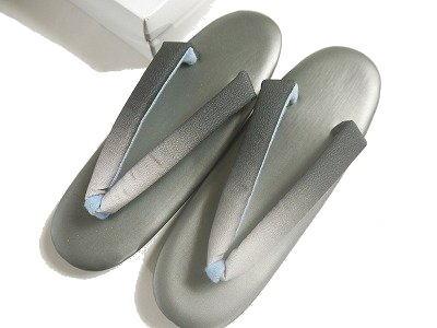 とても履きやすいウレタンソール底の草履です 草履 プレゼント ウレタン ゾウリグレイ系のぼかしの鼻緒 A-7 返品交換不可 フリーサイズ 24cm