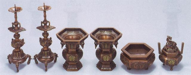 【仏具 仏壇】【仏壇用品】 六角菖蒲型 上目京色 6具足 3.0寸 【送料無料】
