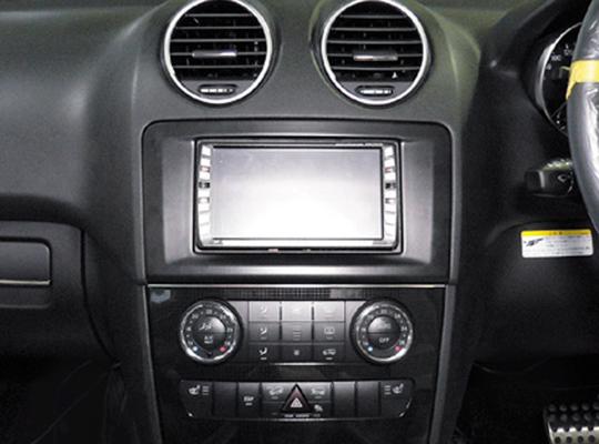 【送料無料】MB164A2D06A pb(ピービー)メルセデス・ベンツ Mercedes-Benz GLクラス/Mクラス用取付2DINキット 純正DVDナビ付車用 【オーディオ/ナビゲーション/取付/キット/インストール】