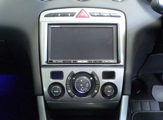 【送料無料】PE308A2D08B pb(ピービー)プジョー Peugeot 308用2DINキット(シルバーパネル) 純正オーディオ付車用 【オーディオ/ナビゲーション/取付/キット/インストール】