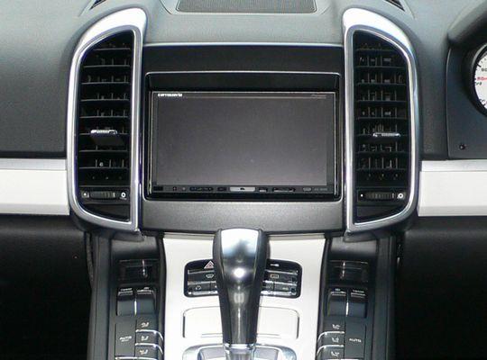 【送料無料】PR92AA2D11A pb(ピービー)ポルシェ Porsche カイエン用2DINキット クラリオン製SDナビシステム車用 【オーディオ/ナビゲーション/取付/キット/インストール】