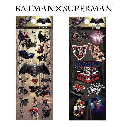 キャラクターグッズ DCコミックス 舗 バットマンVSスーパ-マン クリアステッカー WBBTSP419_WBBTSP420 2020モデル