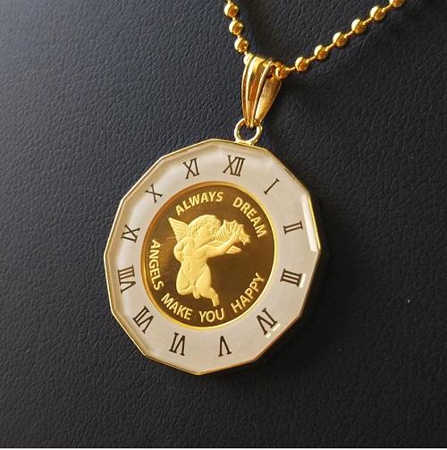 純金ゴールド白い天使のネックレス 24金の美しい金貨をネックレスにしました 最高品質のペンダントを エンジェル金貨 1 25オンス 18金 年中無休 丸型ガラス白時計枠 ペンダント スイスパンプ社マリア ジュエリー 天使 ゴールド エンゼル ネックレス 品位 99.99% 純金 コイン 当店は最高な サービスを提供します