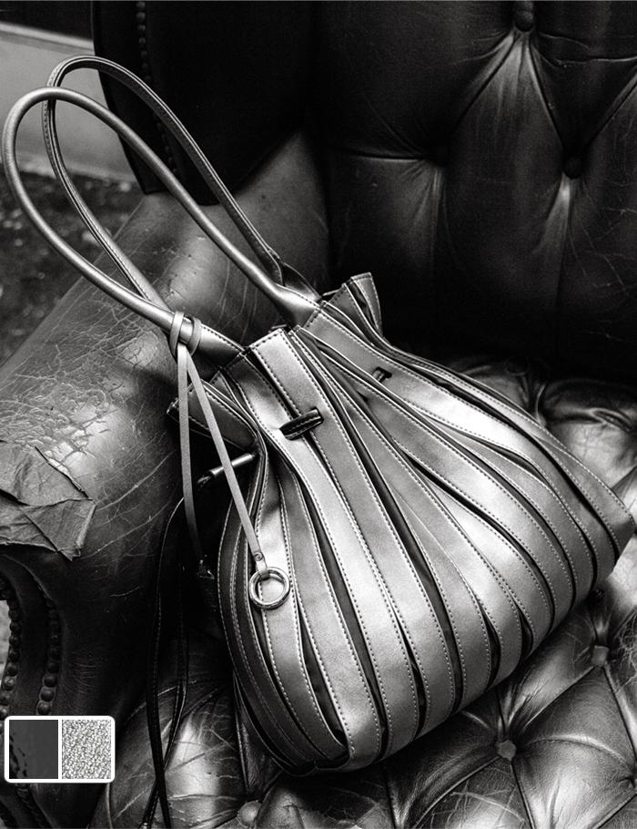エレガントカジュアルな2way トートバッグ ショルダーバッグ SPECCHIO 公式店 スペッチオ エナメル切替 レディース 大きい 春 合成皮革 送料無料新品 夏 秋 A4 冬 大容量 オーバーのアイテム取扱☆ 通勤 使いやすい