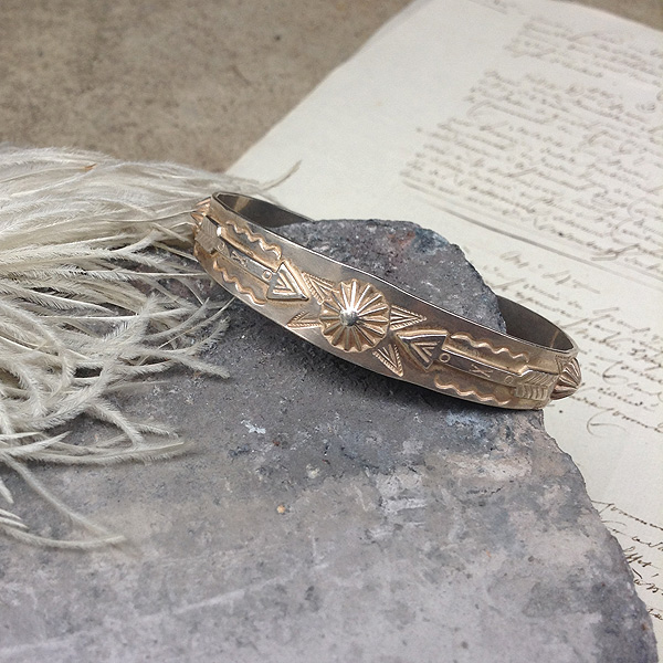 Arrows Patched Silver Bracelet (アロー パッチワーク シルバー バングル) ナバホ族navajoインディアンジュエリー銀ネイティブアメリカンantiquejewelryアンティークアクセサリーvintageaccessoriesシルバー伝統工芸品indianjewellery