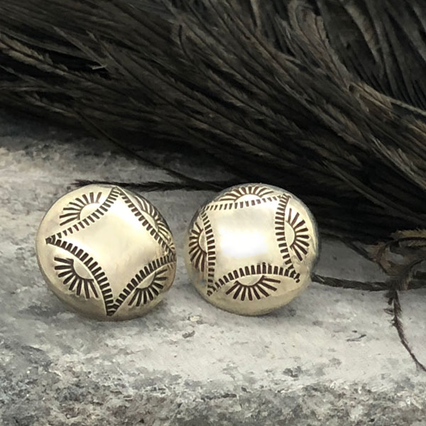 Stamped Concho Silver Pierced Earrings(スタンプコンチョ シルバーピアス) ナバホ族インディアンジュエリーネイティブアメリカンアンティークアクセサリーレディースメンズindian jewelryスタッドピアスボタンスタンプワークシンプル