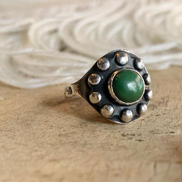 Green Turquoise Silver Ring(グリーンターコイズ シルバーリング) ナバホ族navajoインディアンジュエリーアンティークアクセサリーネイティブアメリカンメンズ指輪トルコ石碧緑ピンキーリングフレッド・ハービースタイルコレクション