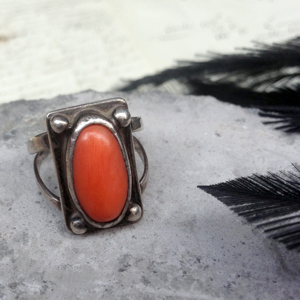 Vintage Silver×Coral Ring (シルバー×コーラルリング)ナバホ族navajoインディアンジュエリーネイティブアメリカンアンティークアクセサリーレディースメンズindian jewelry指輪珊瑚スプリットシャンクオレンジ色サンゴスクエア