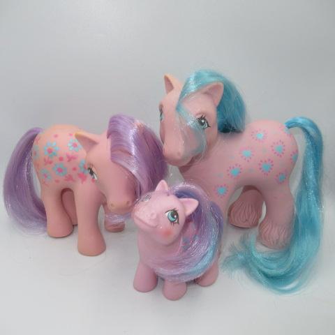<title>レアなポニーのファミリーです ビンテージ 新作販売 G1 80's My Little Pony マイリトルポニー ファミリー 3体セット 親子 人形 フィギュア Bright Bouquet ブライトブーケ</title>