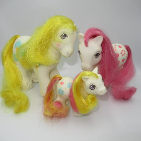 <title>レアなポニーのファミリーです ビンテージ G1 80's My Little Pony マイリトルポニー ファミリー 3体セット オンラインショッピング 親子 人形 フィギュア Apple Delight アップルデライト</title>
