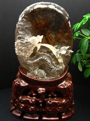 縁起もの ルチルクオーツ(太陽ルチル) 水吹き龍の彫刻