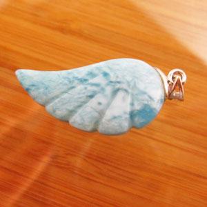 ラリマー、天使の羽根のペンダントトップ