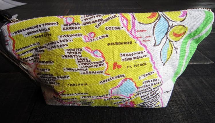 コスメポーチ小物入れバッグインバッグメンズレディースおしゃれバッグHAWAIIハワイアンFLORIDAフロリダ東洋エンタープライズIK02228デジカメケースプレゼントにもおすすめプリントキルトバッグパームツリーカメハメハ大王Souvenirスーベニアかわいい
