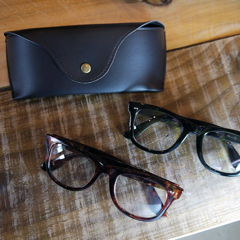 眼鏡 ウェリントンメガネ ウェリン型 セルフレーム めがね メガネ 伊達メガネ ファッション小物 アクセサリー オシャレ小物 雑貨  レディース メンズ 日本製 ケース付 プレゼントおすすめ 日本人の顔に合いやすい形 くろ ブラウン 茶系 8552a
