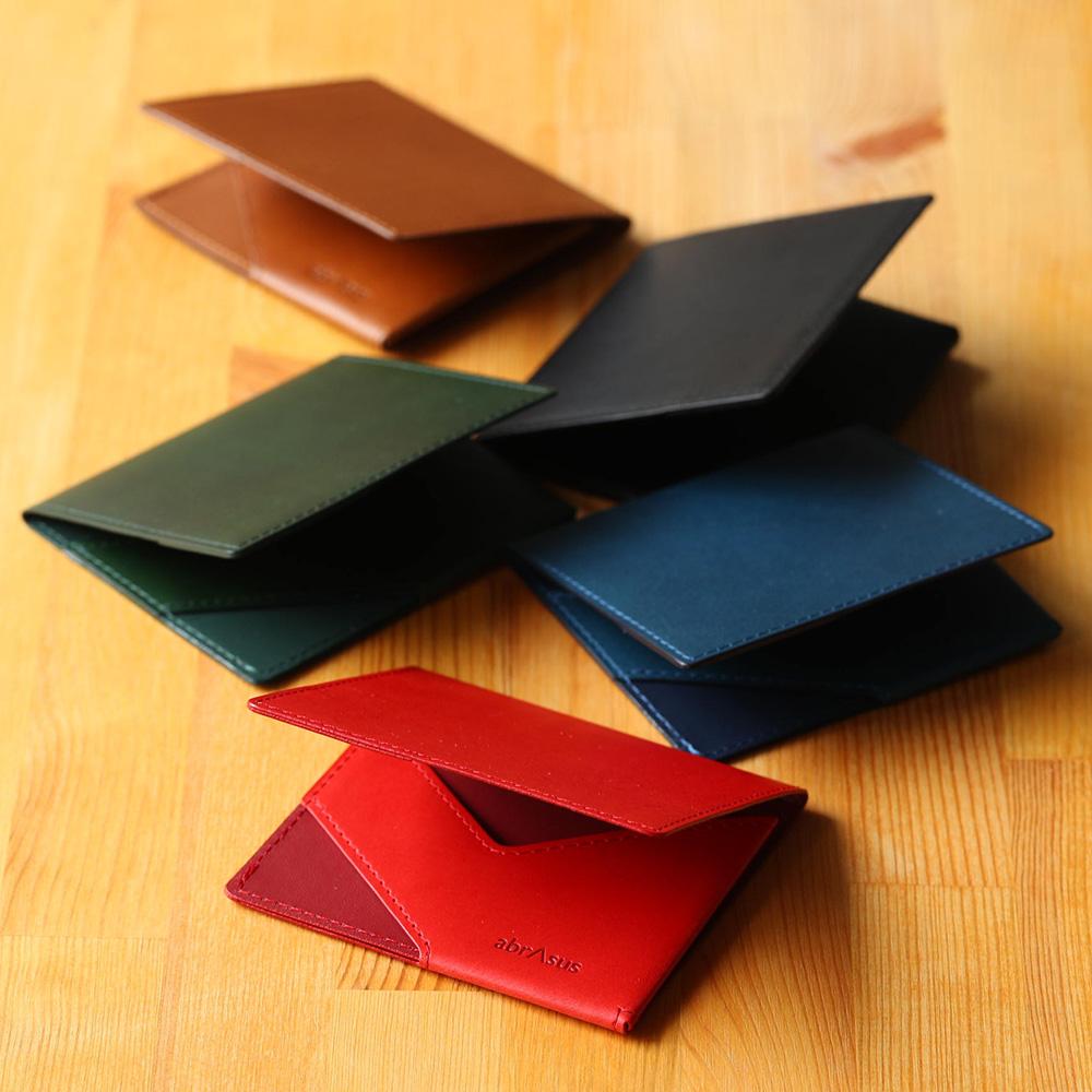 「特別な構造」で、薄さを実現。紙幣とカードを収納。金属を使用していおらず、服やカードを傷つけません。 薄いマネークリップabrAsus ブッテーロレザーエディション-特別な構造で、厚さ6mm。最もシンプルで、最も使いやすいカタチを追求。カードケース 札ばさみ 二つ折り 薄い イタリア産高級レザー 本革 小銭 革小物 アブラサス スーパークラシック ギフト