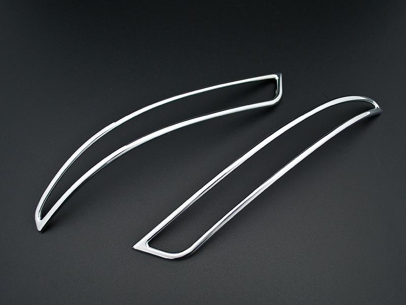 両面テープ固定 簡単ドレスアップ リアビューを引き締めろ エルグランド クロームメッキリム リアリフレクター E52 市販 高い素材 左右セット