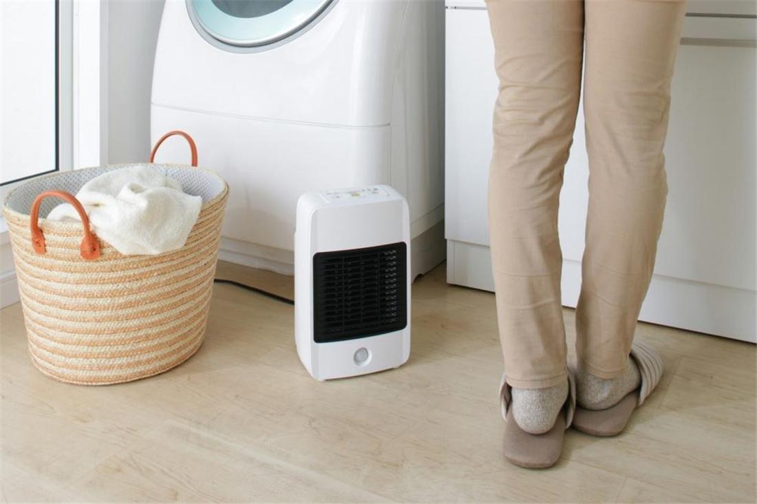 雑貨 便利 キッチン 浴室 リビング スポット暖房 人感センサー付セラミックファンヒーター