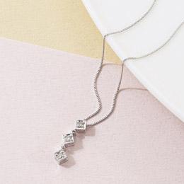 便利雑貨 K18ホワイトゴールドダイヤモンドスリーストーンペンダント