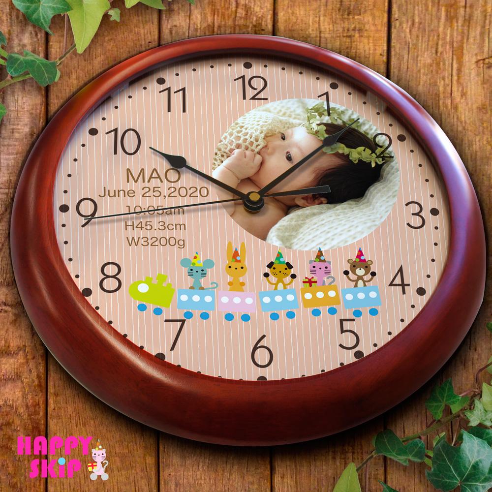 「ハッピースキップ 木製枠 壁掛け時計」 赤ちゃんの写真を時計に印刷 出産祝い 出産内祝い オーダーメイド 時計