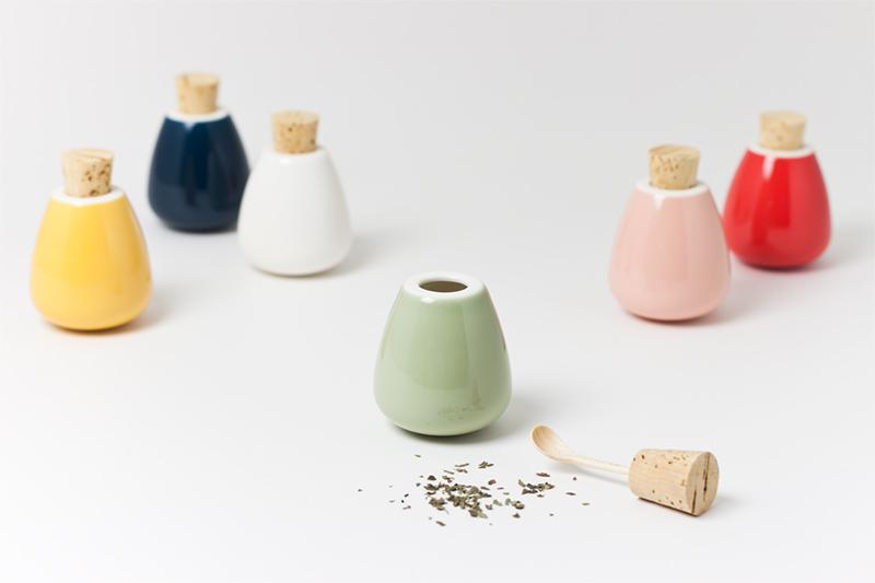 調味料入れ ゆらゆら揺れるかわいいスパイスケース♪ Spice case - swing / スパイスケース(調味料入れ) - スウィング(木さじバージョン)ttyokzk ceramic design / タツヤオカザキ セラミック デザイン
