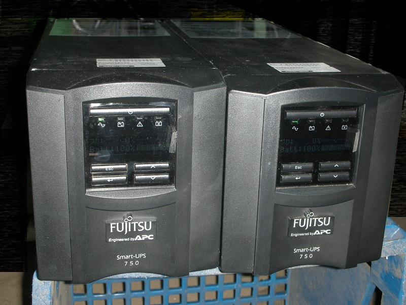ご自宅のパソコンの安定化 停電時の応急処置に 中古 擦り傷多数の由 格安販売 マーケティング 小型タワー型 UPS Fujitsu APC LCD OEM FJT750J 入荷予定 750 Smart-UPS