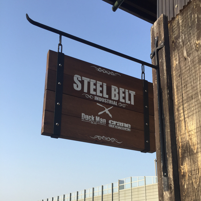 STEEL BELT スウィングサインプレート W600×H360 レッドシダーウォルナット ウッド 無垢材 鉄 アイアン アンティーク ウエスタン モダン ビンテージ 店舗 雑貨 おしゃれ雑貨 男前インテリア 看板 お好きな文字入れます